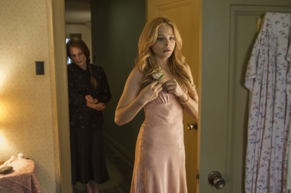 Chloe-Grace-Moretz-and-Julianne-Moore-in-Carrie-2013-Movie-Image-3